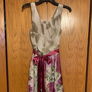 Sleeveless floral airy dress